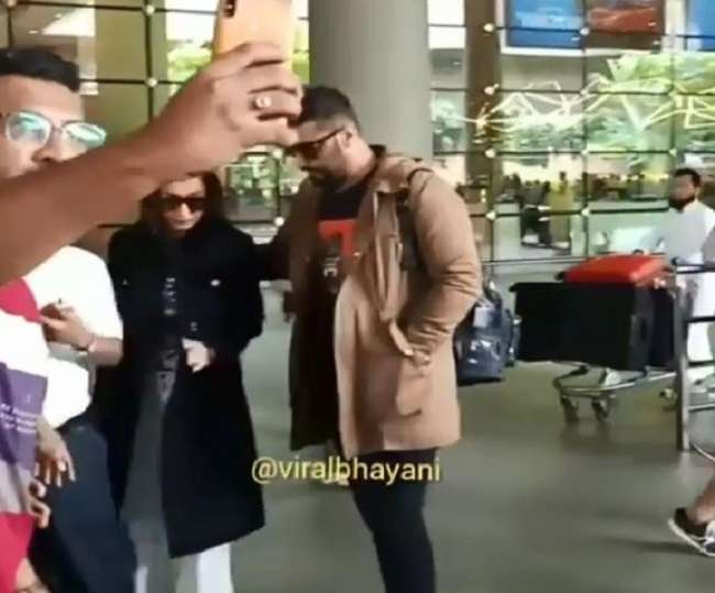 Malaika Arora surrounded by fans for selfie, Arjun Kapoor rescued, see viral video