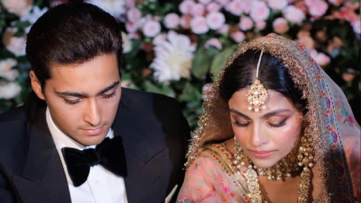 Junaid Safdar wife Ayesha Saif Khan
